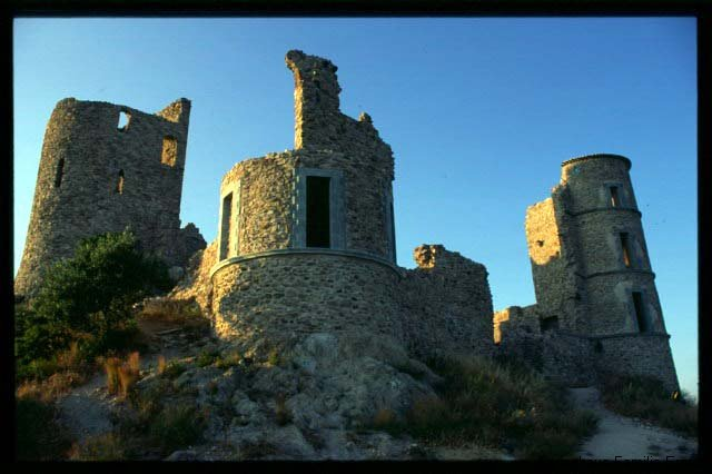 Ruine Grimaud - Ferienhaus in Cavalaire Südfrankreich
