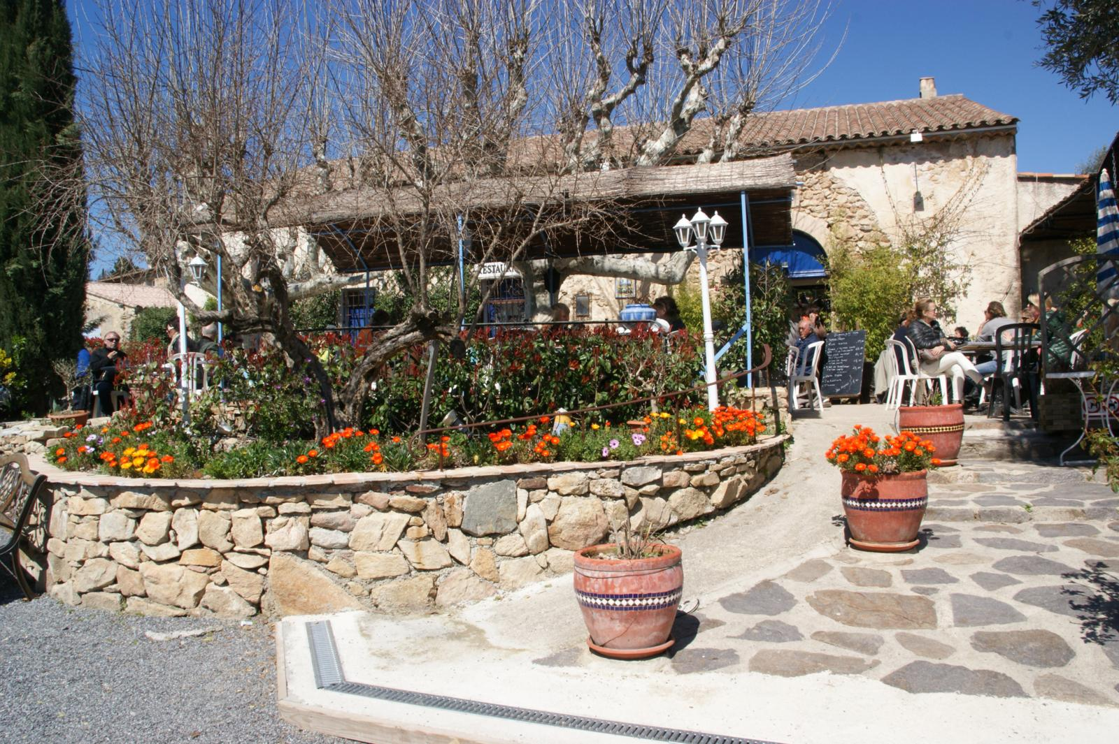 Genießem und Sonne tanken - im provencalischen Lokal
